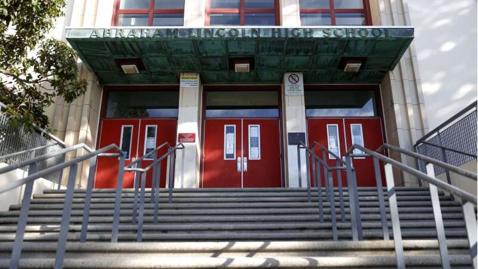 Eingang der Abraham Lincoln High School in San Francisco