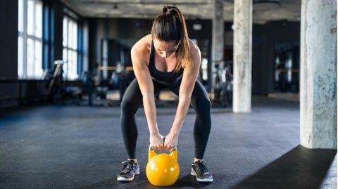 Eine Kettlebell ist ein vielseitiges Trainingsgerät