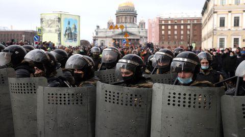Sankt Petersburg, Russland: Der Kreml istmit einem immensen Aufgebot an Einsatzkräften gegen die Demonstranten vorgegangen