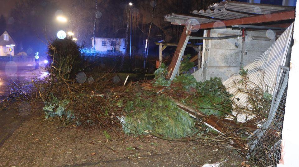 Eine Garage wurde während der Trunkenheits-Fahrt beschädigt