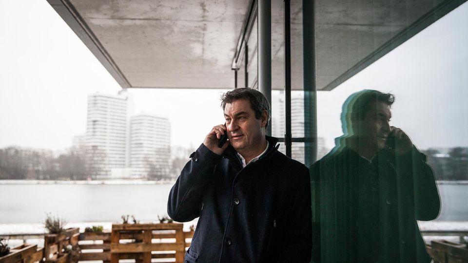 Markus Söder telefoniert