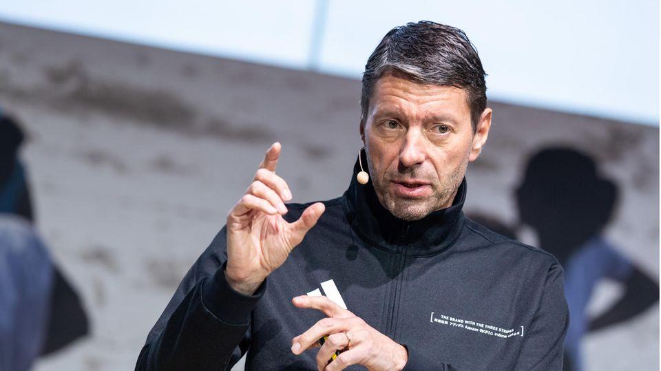 Adidas-ChefKasper Rorsted gestikuliert