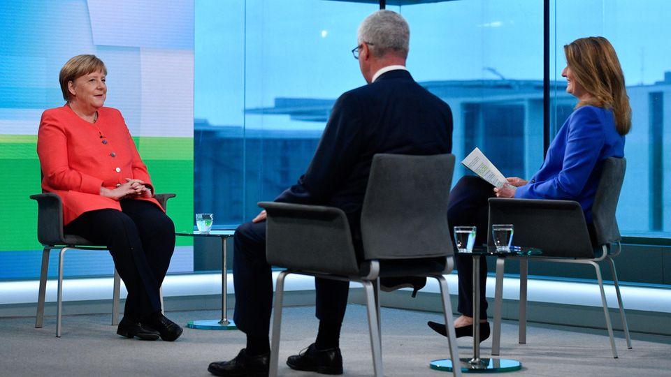 """Bundeskanzlerin Angela Merkel  bei ihrem """"Farbe bekennen""""-Auftritt zur Coronavirus-Pandemie"""