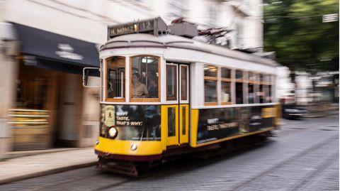 Wahrzeichen von Lissabon: dieStraßenbahnlinie 12