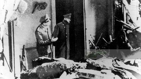 Hitler in den Trümmern der Reichskanzelei