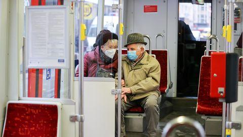 Paar in der Bahn