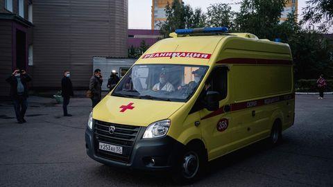 Alexej Nawalny wird aus dem Omsker Ambulanzkrankenhaus Nr. 1 zu Flughafen gebracht, um nach Deutschland transportiert zu werden. Hier wurde der Oppositionspolitiker direkt nach dem Anschlag mit dem Nervengift Nowitschok behandelt.