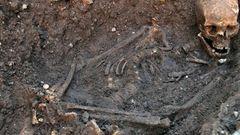 Seine Leiche wurde verstümmelt und verscharrt.