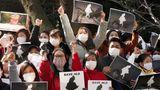 7. Februar 2021: Tausende protestieren in Tokio gegen den Militärputsch in Myanmar  Tausende Menschen aus Myanmar, die in Tokio leben, haben dort vor der Botschaft gegen den Militärputsch in ihrem Land demonstriert. Sie fordern die Freilassung der PolitikerinAung San Suu Kyi. Auch in Myanmar selbst sind erneut tausende Demonstranten auf die Straße gegangen.