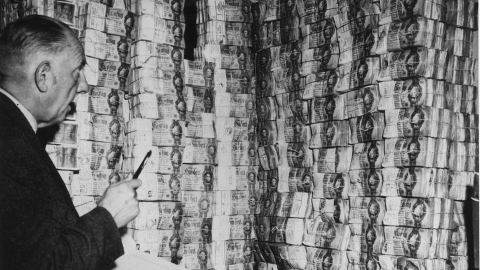 D-Mark, Euro, Volksaktie: Die Deutschen und das liebe Geld: 70 Fragen und Antworten aus mehr als sieben Jahrzehnten
