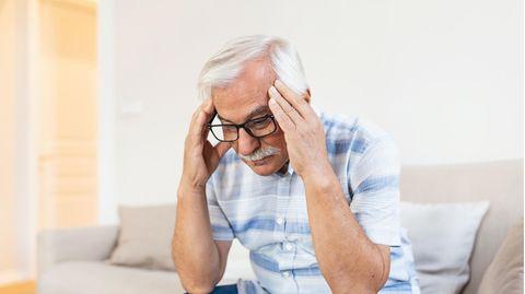 Die Diagnose : Ihm wird ständig schwindelig. Ein Neurochirurg hat die rettende Idee – ein Schlauch