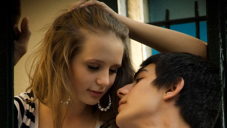 Tipps vom Psychologen: Liebeskummer, Sex, Pornos: So reden Sie mit Teenagern darüber – ohne dass es peinlich wird