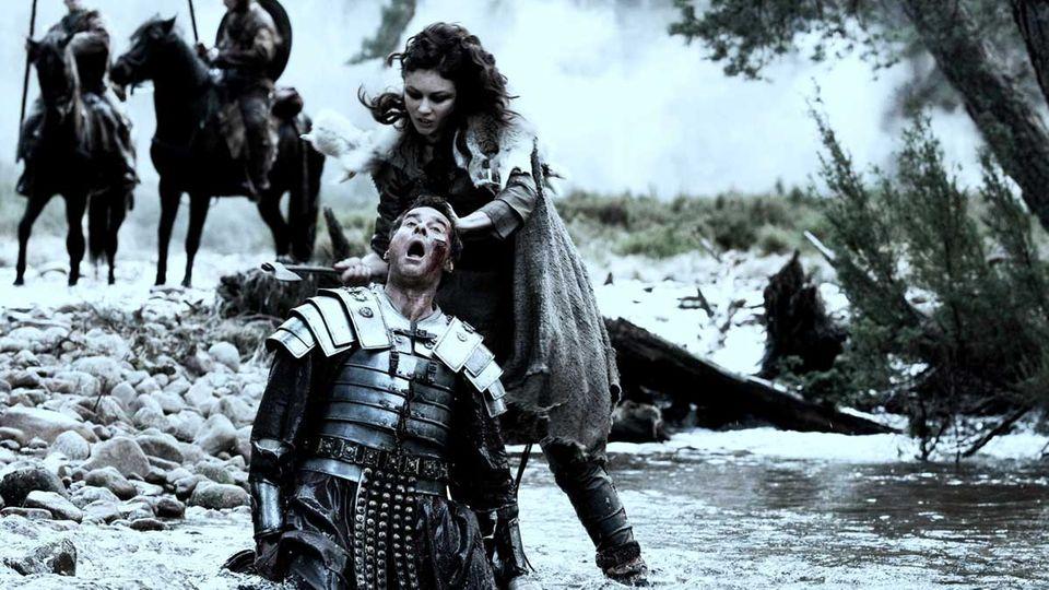 """Im Film """"Centurion"""" verfolgt Olga Kurylenko als Rachengel die Römer."""