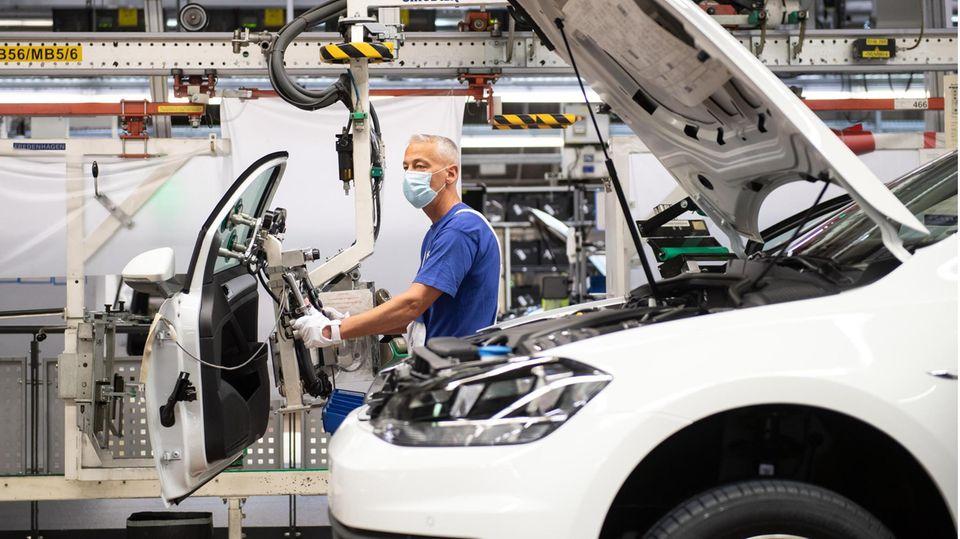Bislang produzieren die Fabriken in Deutschland trotz Corona
