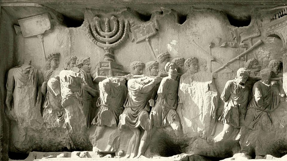 Der Kaiser Titus plünderte den Tempelschatz in Jerusalem.
