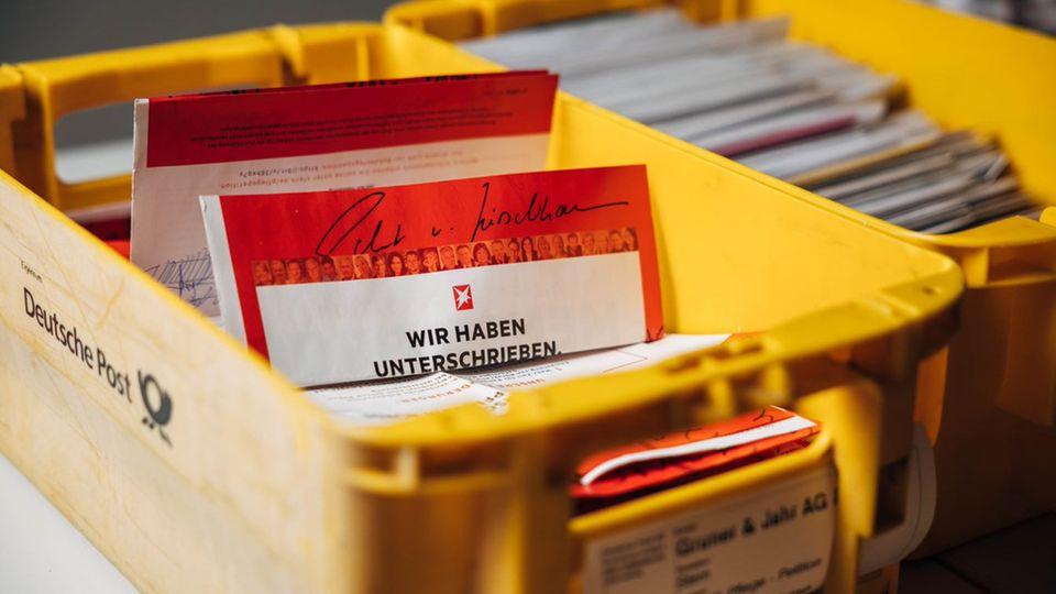 Pflege-Petition: Postkisten mit Unterschriftenlisten