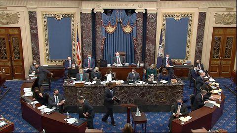 Joe Neguse, Anklagevertreter des US-Repräsentantenhauses, geht zum Rednerpult