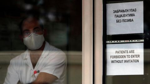 Warten aufs Impfen in Belgrad