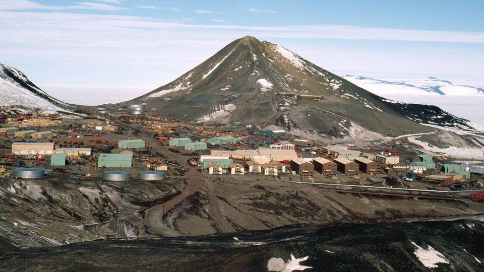 Die McMurdo Station auf der Ross-Insel in der Antarktis