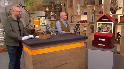 """""""Bares für Rares""""-Experte Sven Deutschmanek fachsimpelt mit Horst Lichter über den Wahrsager-Automaten"""