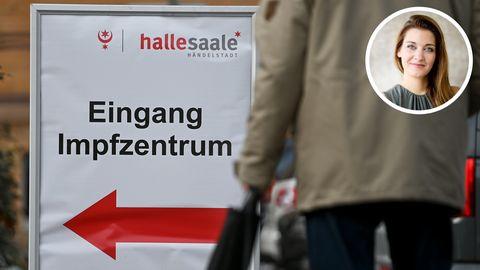 Ein Schild vor dem Impfzentrum in Halle an der Saale weist den Weg zum Eingang