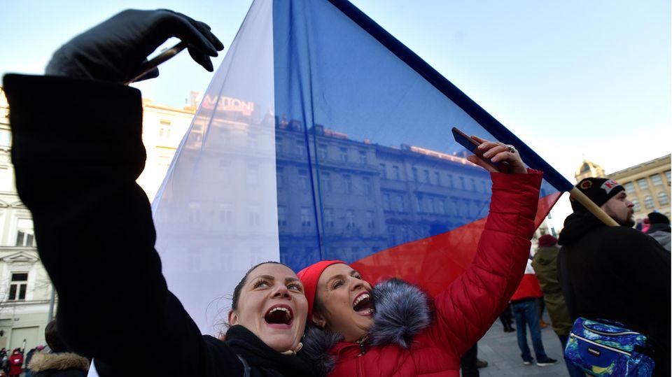 Grenzschließungen angekündigt: Keiner schert sich um die Regeln – darum ist die Corona-Lage in Tschechien so dramatisch