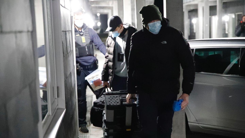 Ermittler in Dänemark bei einer der Razzien in Holbæk am 6. Februar