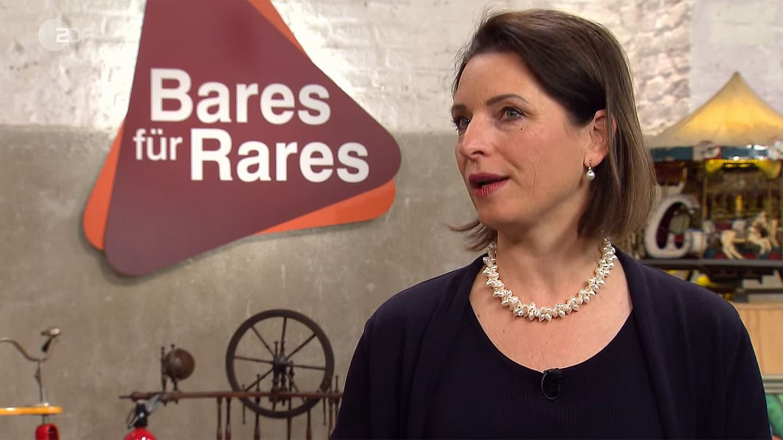 """""""Bares für Rares""""-Expertin hat erhebliche Zweifel an der Herkunft des Feuerzeuges."""