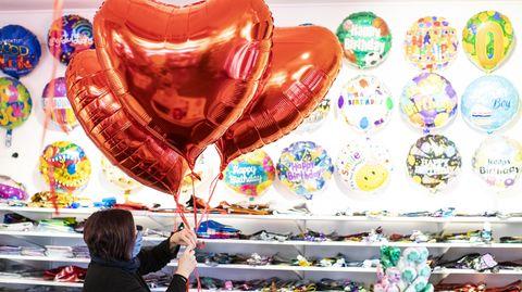 Nur Not tut es auch ein großer Ballon in Herzform zum Valentinstag