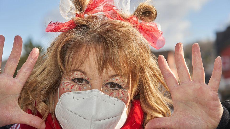 Fasching mit Maske in Mülheim-Kärlich