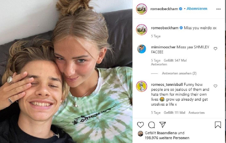 """Leute von heute: 13. Februar 2021 XXL-Adler auf der Wade sorgt für Liebeszoff Romeo Beckham und Mia Regan sind ein Herz und eine Seele - eigentlich. Jetzt sind ein paar Wolken im jungen Liebesparadies aufgezogen. Denn das neue Tattoo Beckhams, ein riesiger Adler auf der Wande, findet die Liebste wohl eher nicht so schön. Während Romeo bei einem Instagram-Livestream von dem Körperschmuck schwärmte, meinte Mia nur trocken: """"Ich denke nicht, dass Tätowierungen gut für dich oder deinen Blutkreislauf sind."""" """