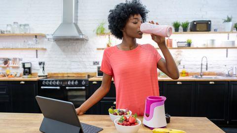Schlanker werden: Abnehmen ohne Sport – klappt das? Zehn Tipps für faule Menschen, die schlank werden wollen
