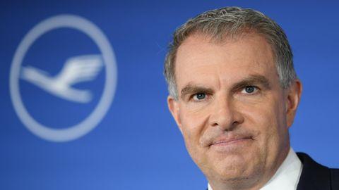 Lufthansa-Chef Carsten Spohr blickt ernst