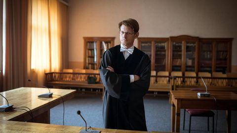 Richter Patrick Burow.Hier: im Verhandlungssaal im Amtsgericht Dessau-Roßlau