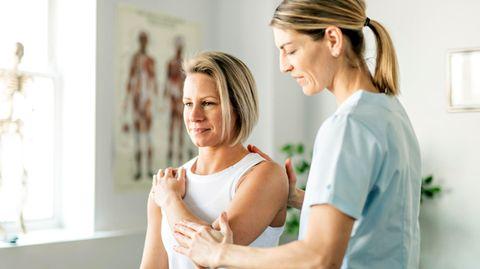 Von Kalkschulter bis Frozen Shoulder: Was Sie gegen chronische Schulterschmerzen tun können