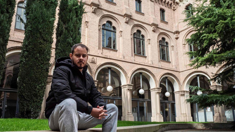 Bild 1 von 9der Fotostrecke zum Klicken:Medienwirksam hatte sich der Rapper am Wochenende in dieUniversität von Lleida zurückgezogen ...