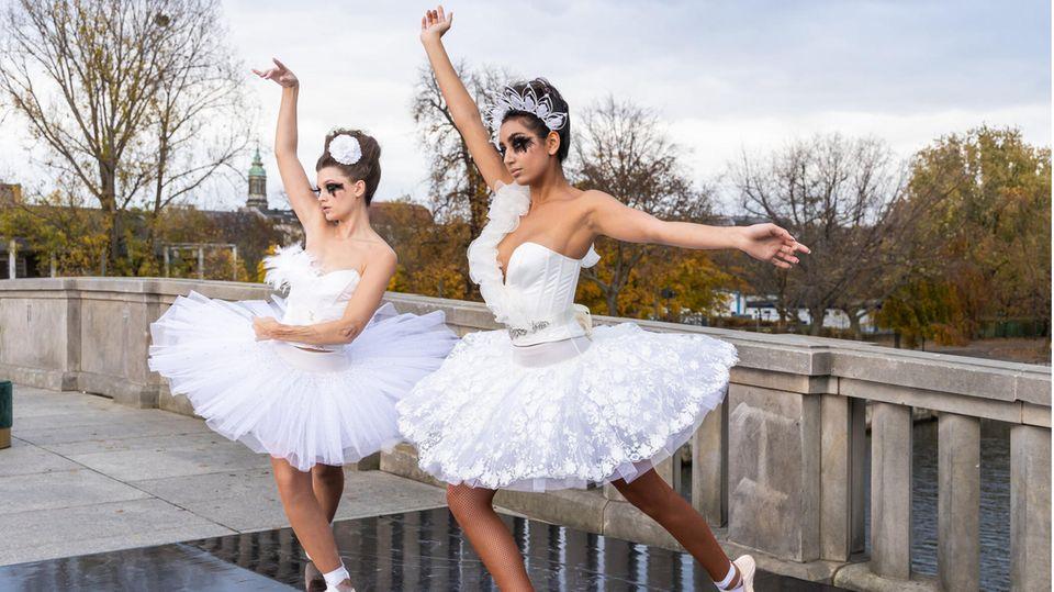 GNTM 2021: Chanel (l.) und Yasmin beim Fotoshooting