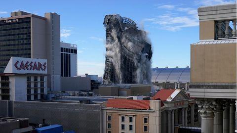 Das ehemalige Trump Plaza-Casino wird gesprengt