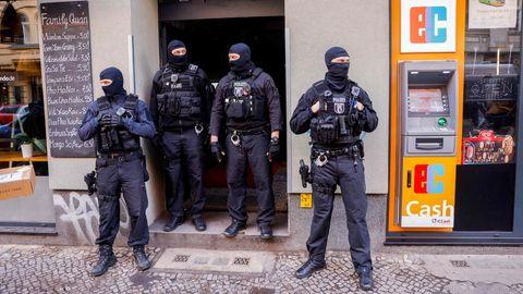 Polizei vor Gebäude in Berlin