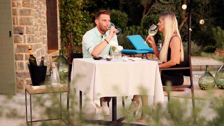 First Dates Hotel: Jacqueline bekommt neues Date – mit Barkeeper Rocco - STERN.de