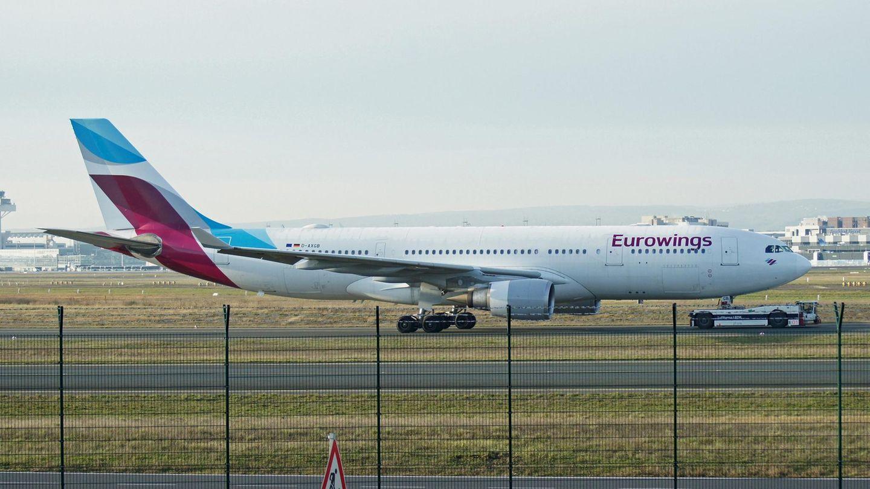 Ein Airbus A330-200noch in den altenFarben der Eurowings am Frankfurter Flughafen