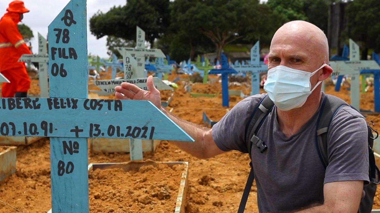 le journaliste sévère Jan Christoph Wiechmann sur la situation de Corona à Manaus, Brésil
