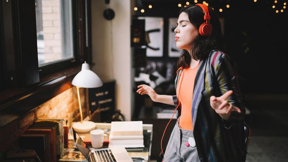 Kulturelle Lebensretter: Diese Songs und Serien helfen uns hoch, wenn uns Corona wieder mal runter reißt