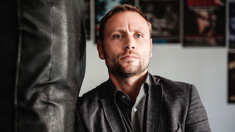 """Max Riemelt als KommissarLutz Gehring im ZDF-Film""""Der Schneegänger"""""""