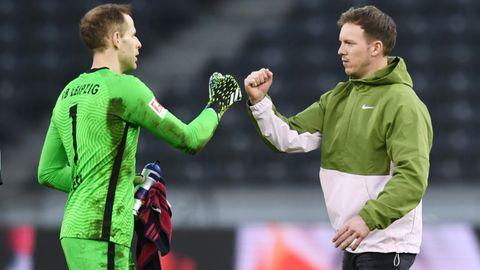 Peter Gulacsi (l.) und Julian Nagelsmann, Torwart und Trainer von RB Leipzig