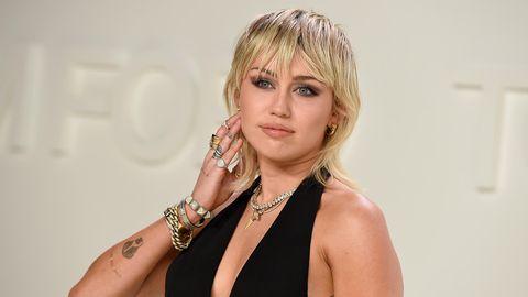 Miley Cyrus schreibt auf Instagram, sie sei Hals über Kopf in ihrer neuen Schützling verliebt