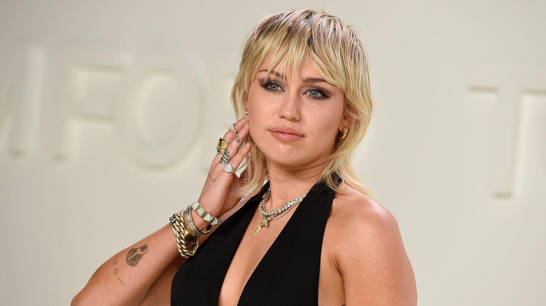 Miley Cyrus: Mit Tränen in den Augen zeigt sie ihren neuen Hund auf Instagram - STERN.de