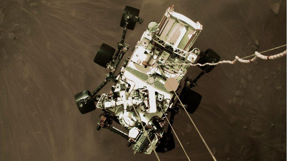 Mars Rover Perseverance kurz vor dem Aufsetzen (Szene aus Nasa-Video)