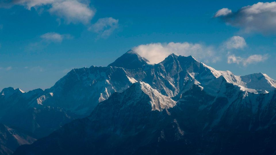 Der Mount Everest und der Himalaya in einer Luftaufnahme