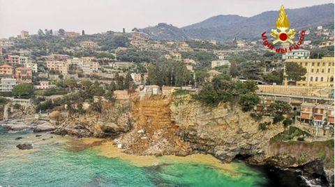 Teile eines italienischen Friedhofes sind einem Erdrutsch zum Opfer gefallen